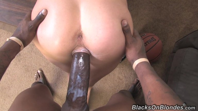 Hardcore Big Dick Insertion For A Cute Pussy
